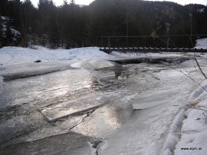 Eisschollen am Mixnitzbach